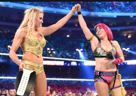 Asuka defeats Charlotte Flair