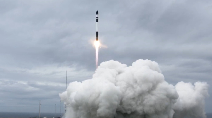 rocket-lab-successfully-launches-10-earth-observation-satellites-in-15th-commercial-mission